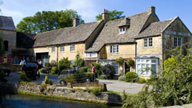 Self-catering cottages near the river in Bourton-on-the-Water