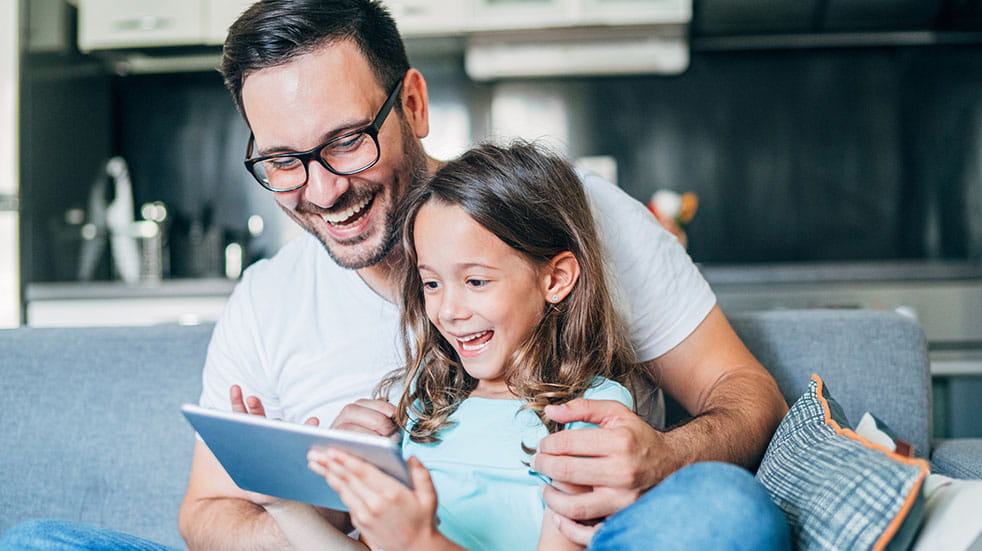25 free things; man and daughter on tablet