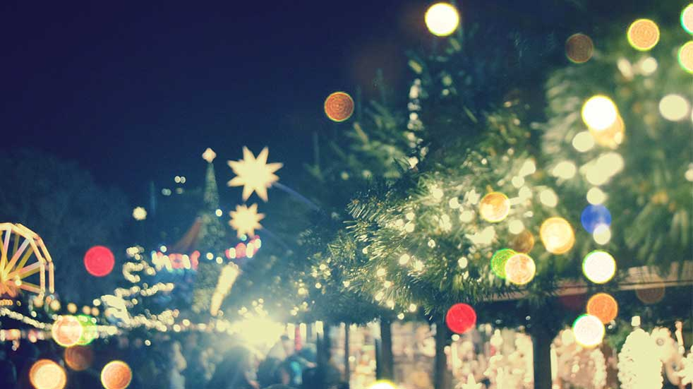 25 free events November twinkly lights