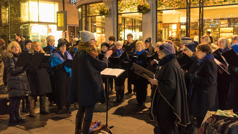 25-free-things-to-do-December-carol-singing