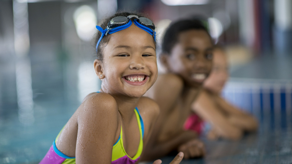 Start kids swimming lessons with the family