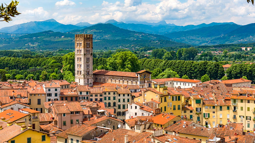 Autumn in Tuscany: the medieval town of Lucca