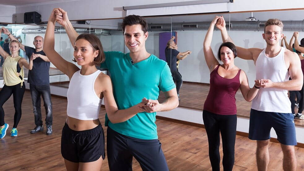 Best dance classes Salsa dancers in fitness studio