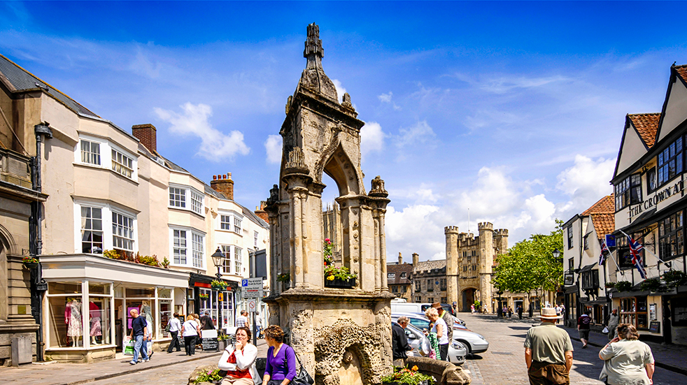 The best free family days out in Somerset - Wells city fountain and market square