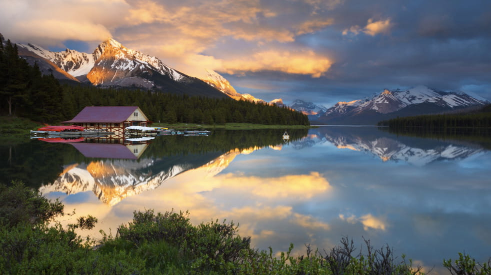 Rocky Mountain holidays canada