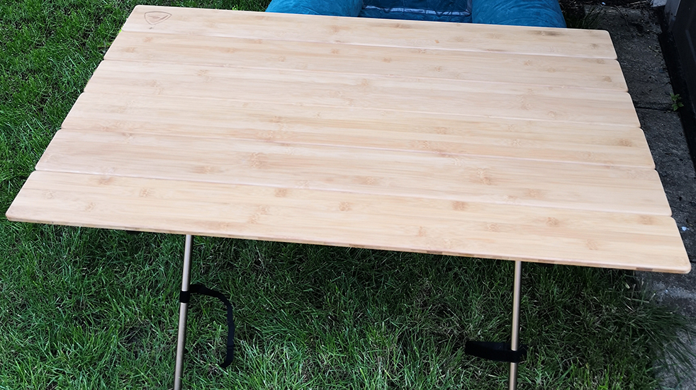 Luxury camping and glamping gear: Robens Trekker table
