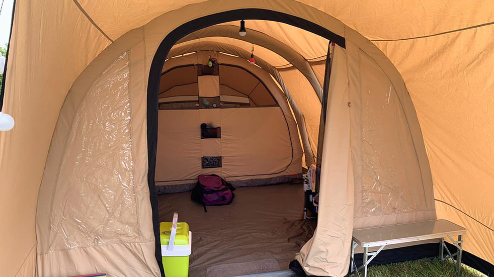 Luxury camping and glamping gear: Robens Woodview inflatable tent interior