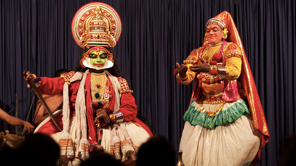 Expert travel guide to Kerala - Kathakali dancers