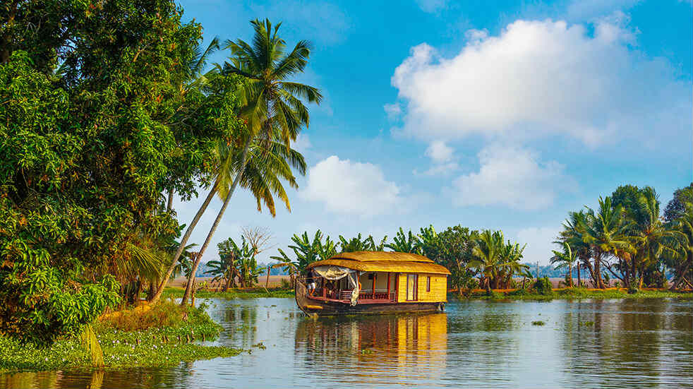 Expert travel guide to Kerala - Kettuvallam houseboat