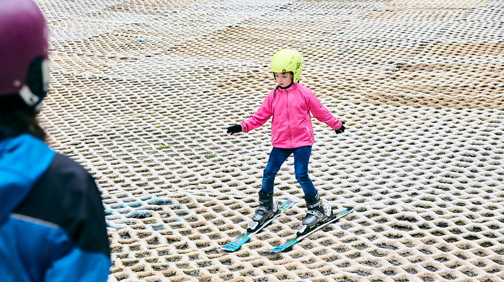 Learn to ski as a family: child skiing