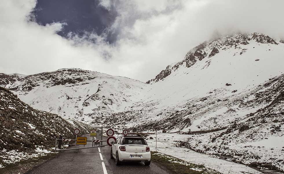 Our DS 3 comes to a halt at the Galibier road block