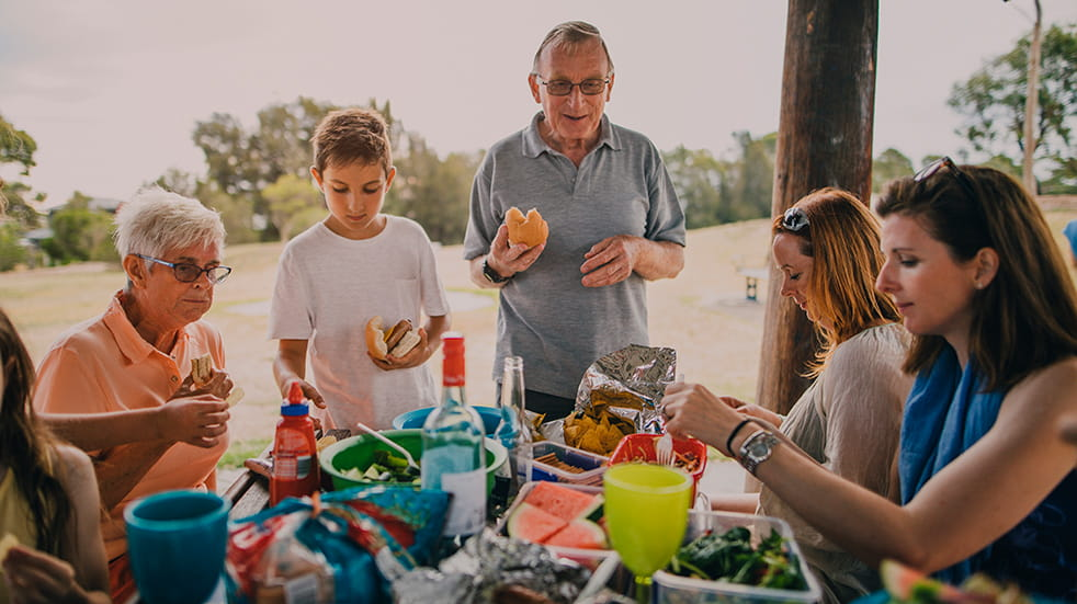 Get kids outdoors: family picnic