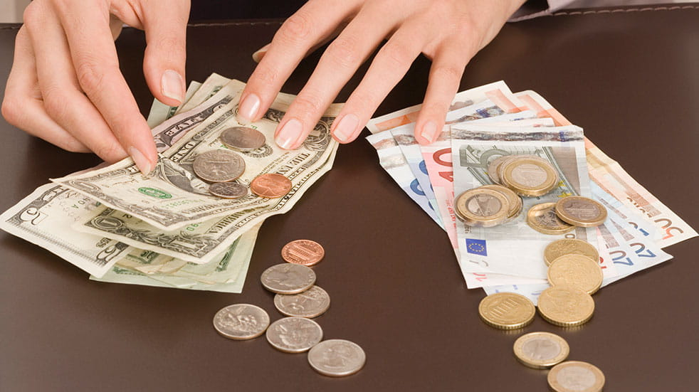 How to save on travel money: changing foreign currency
