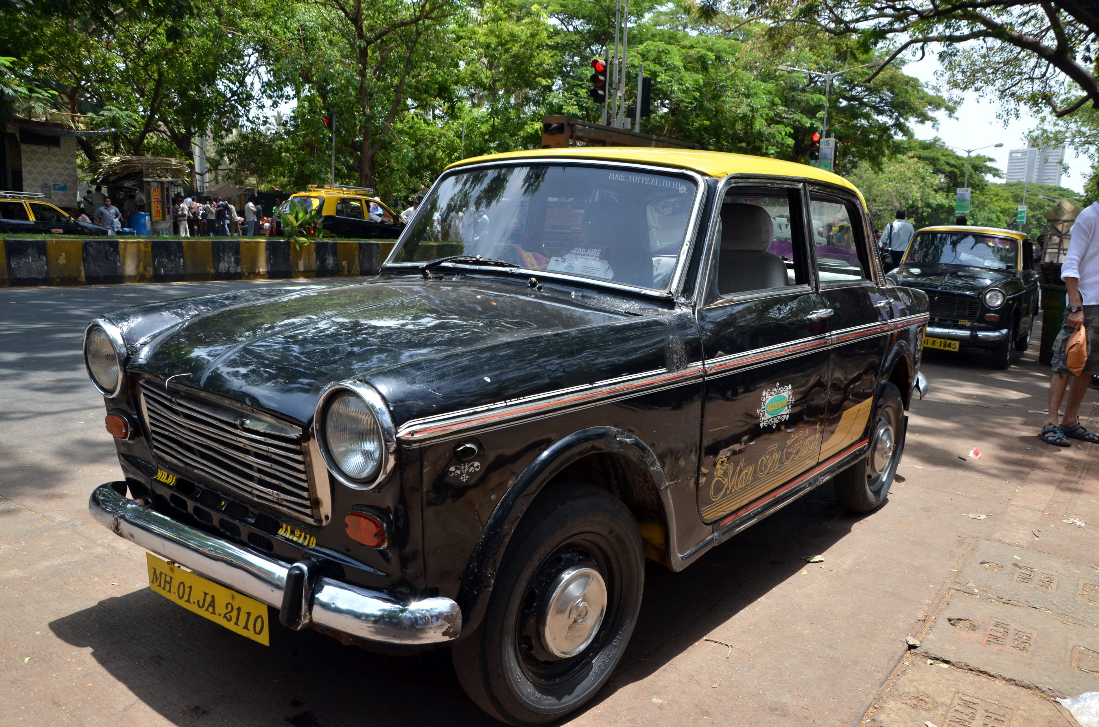 An old-school Mumbai taxi