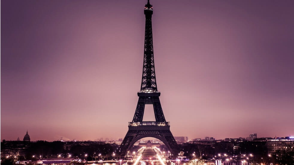 Image of the Eiffel Tower at night