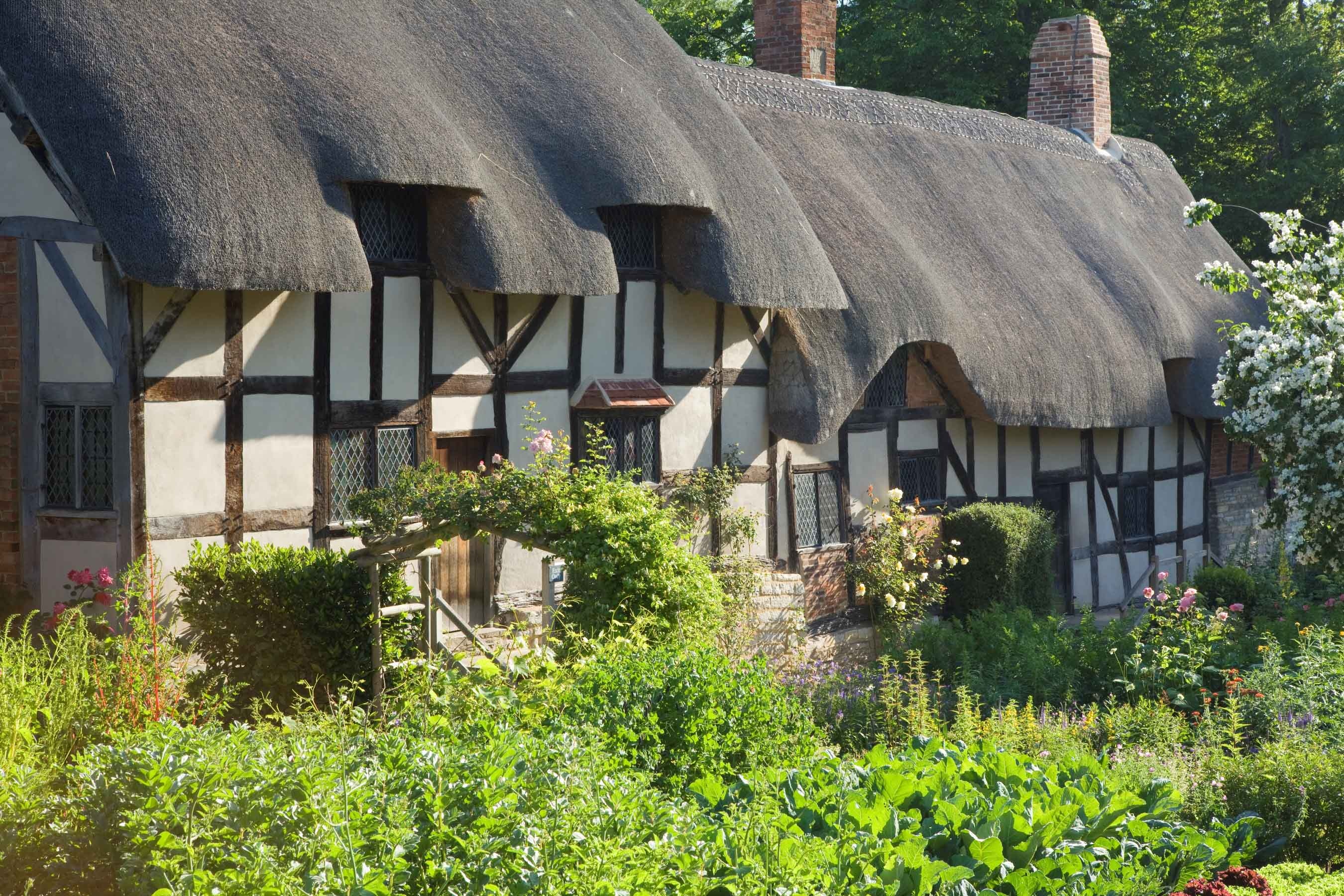 Anne Hathaway's olde-worlde thatched cottage in Stratford-upon-Avon