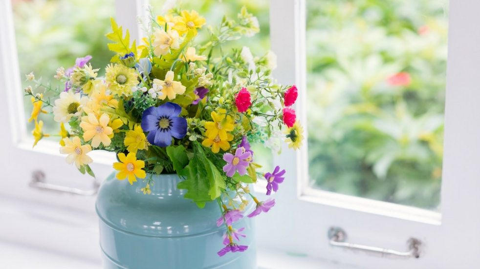 summer flowers hygge home trends