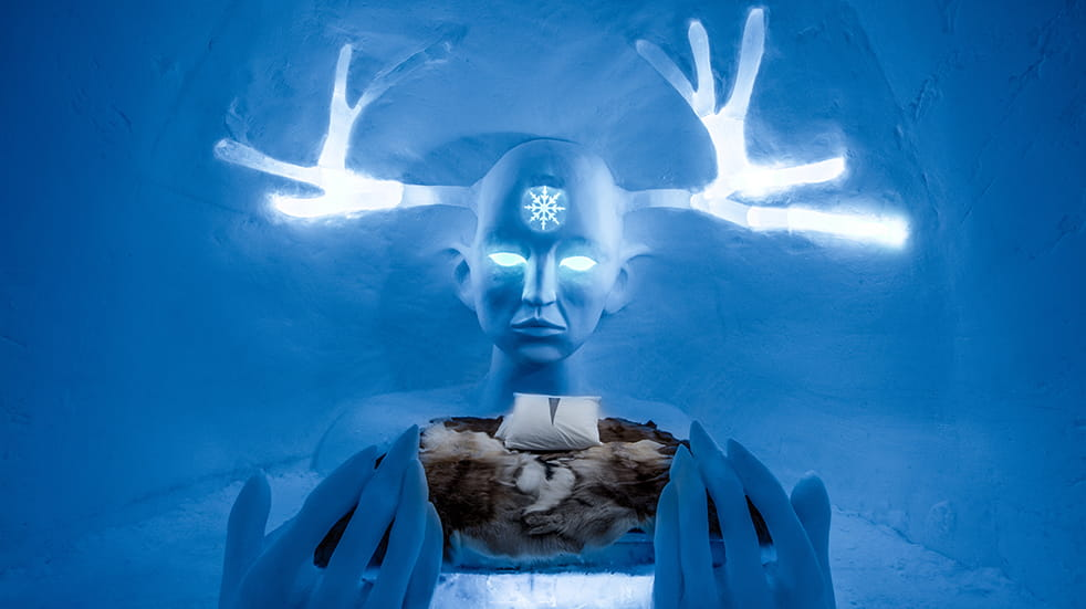 Sweden ice hotel: Art Suite Queen of the North