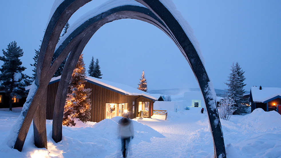 Sweden ice hotel: outside the hotel