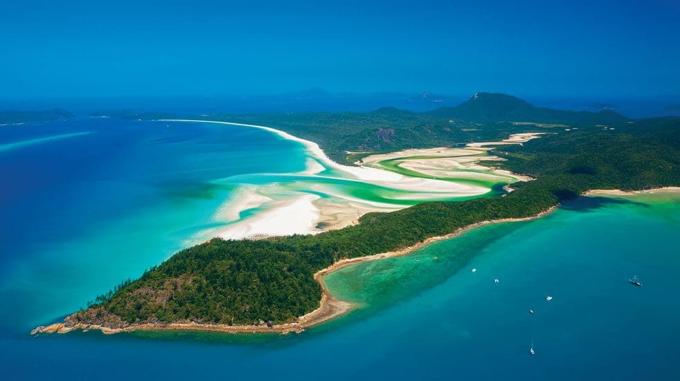 Idyllic scenes on the Australian east coast at Hill Inlet in the Whitsundays