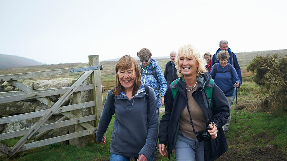 Walking for health: walk with friends in the countryside
