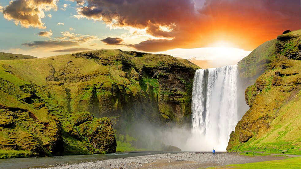 What to see Iceland: Skogafoss midnight sun