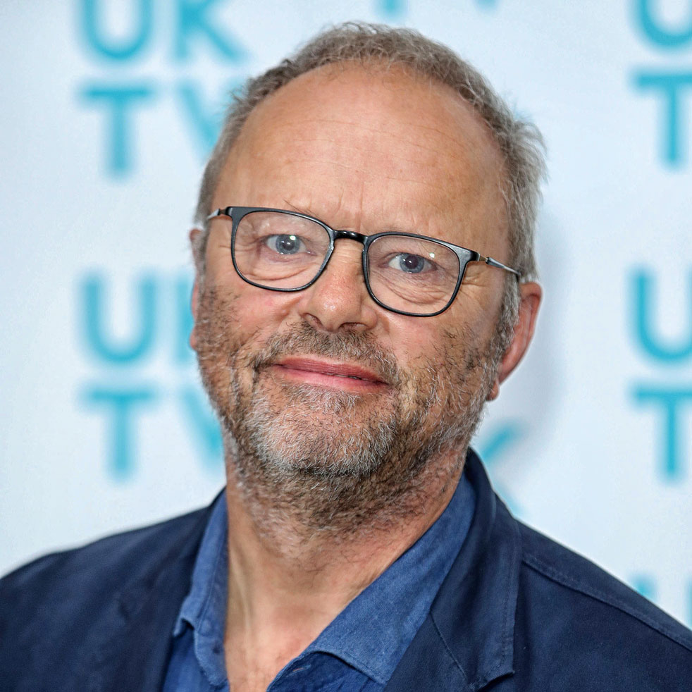 Catch actor and presenter Robert Llewellyn on his new EV show, Fully Charged